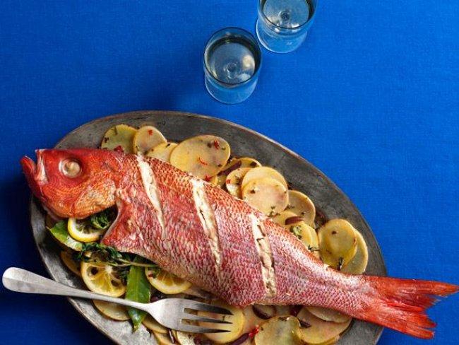 C mo cocinar un pescado al horno de diferentes maneras for Como cocinar pescado